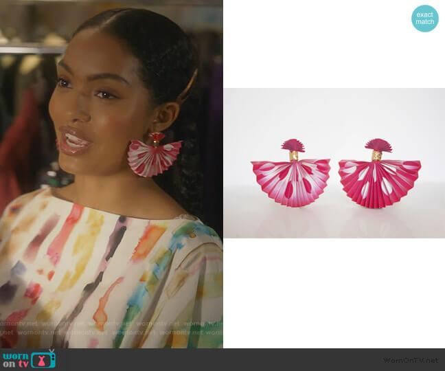 Venus Debris Lenticular Earrings by Mas & Nobu worn by Zoey Johnson (Yara Shahidi) on Grown-ish