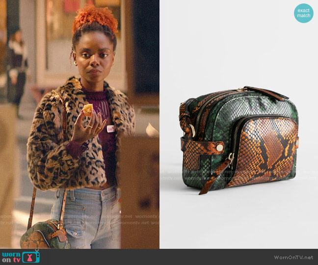 & Other Stories Snake Embossed Small Crossbody Bag worn by Josie McCoy (Ashleigh Murray) on Katy Keene