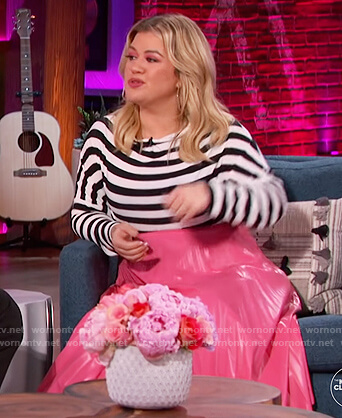 Kelly's pink metallic midi skirt on The Kelly Clarkson Show