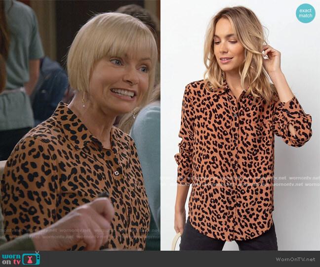 Rails Kathryn Jaguar Print Shirt worn by Jill Kendall (Jaime Pressly) on Mom