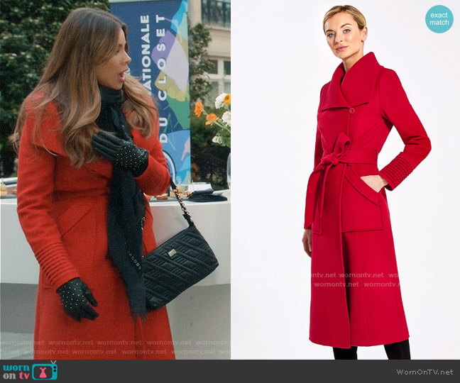 Sentaler  Long Wide Collar Wrap Coat  worn by  Gloria Pritchett (Sofia Vergara) on Modern Family