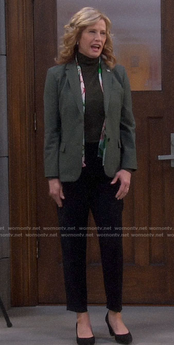 Vanessa's green blazer on Last Man Standing