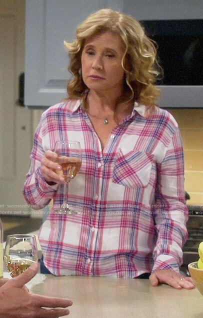 Vanessa's pink plaid shirt on Last Man Standing