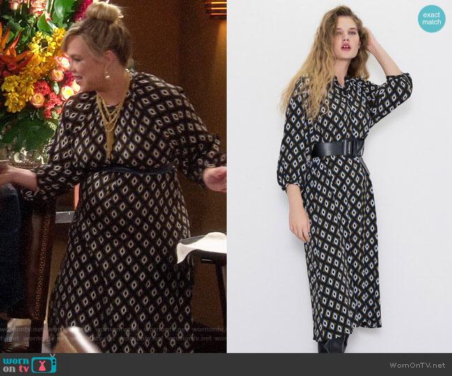 Zara Geometric Print Dress worn by Kristin Baxter (Amanda Fuller) on Last Man Standing