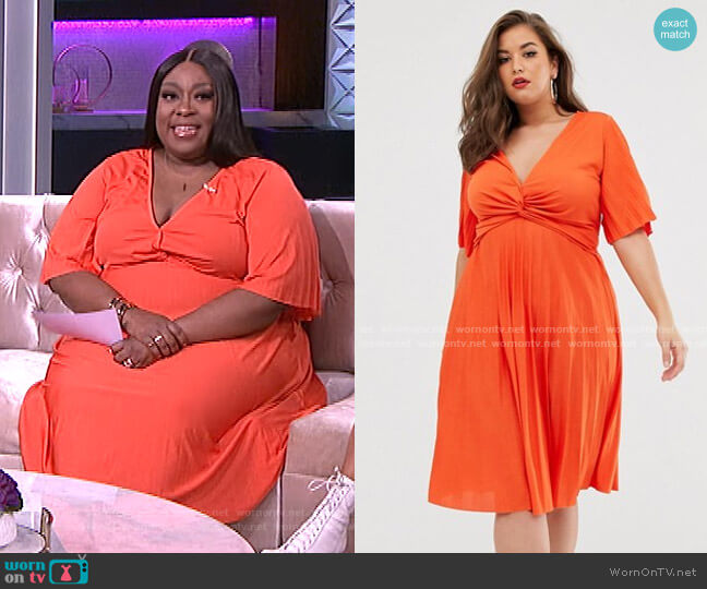 Twist Detail Pleated Kimono Midi Dress by Asos worn by Loni Love  on The Real