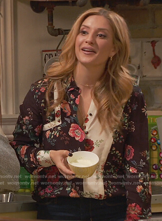 Chelsea's contrast floral blouse on Ravens Home