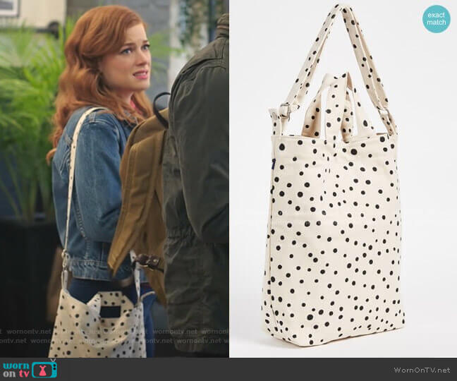 Duck Bag by Baggu worn by Zoey Clarke (Jane Levy) on Zoeys Extraordinary Playlist