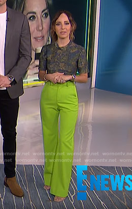 Lilliana's camo tee and neon green pants on E! News