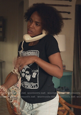 Mia's black Velvet Underground tee on Little Fires Everywhere