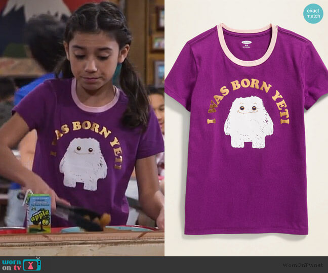 Graphic Crewneck Tee by Old Navy worn by Gwen (Scarlett Estevez) on Bunkd
