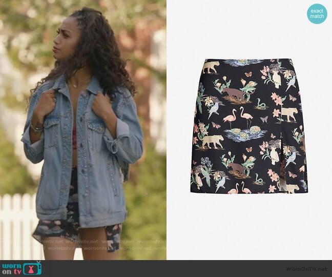 Margot wildlife-print crepe mini skirt by Reformation worn by Olivia Baker (Samantha Logan) on All American