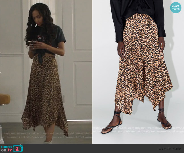 Animal Print Pleated Skirt by Zara worn by Olivia Baker (Samantha Logan) on All American