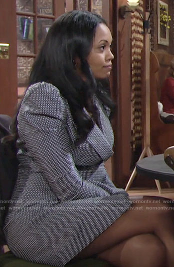 Amanda's geometric print blazer dress on The Young and the Restless