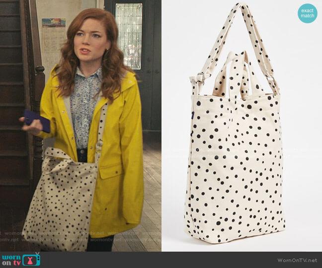 Duck Bag by Baggu worn by Zoey Clarke (Jane Levy) on Zoeys Extraordinary Playlist