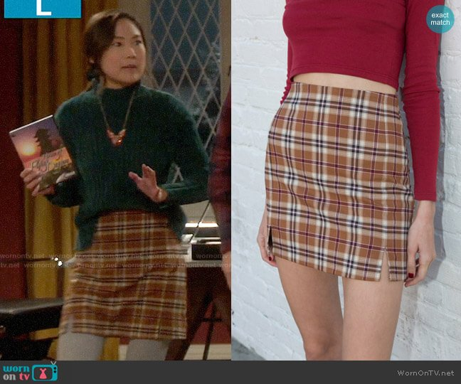 Brandy Melville Cara Skirt worn by Jen (Krista Marie Yu) on Last Man Standing