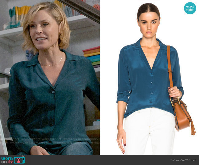 Equipment Adalyn Silk Shirt worn by Claire Dunphy (Julie Bowen) on Modern Family