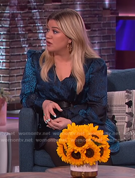 Kelly's blue leopard silk dress on The Kelly Clarkson Show