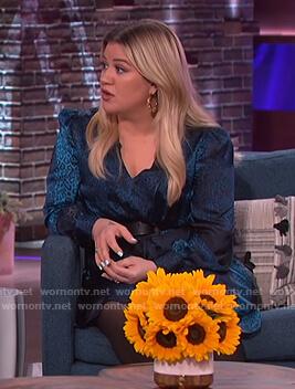 Kelly's blue leopard silk dress on The Kelly Clarkson Show
