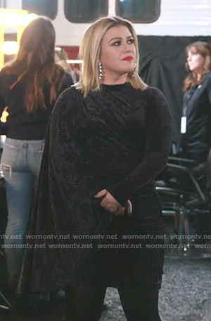 Kelly Clarkson's black velvet draped side dress on The Voice
