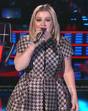 Kelly Clarkson's grey houndstooth mini dress on The Voice