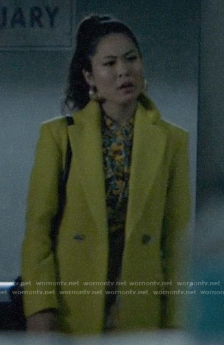 Mary's yellow coat on Batwoman