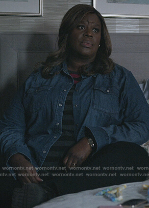 Ruby's gray contrast stripe tee on Good Girls