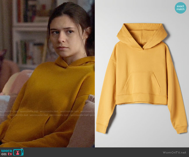Aritzia TNA Highland Sweater worn by Nia Nal (Nicole Maines) on Supergirl