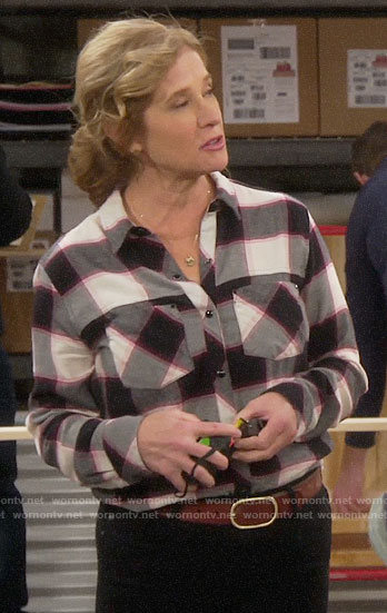 Vanessa's checked button down shirt on Last Man Standing