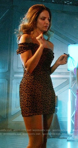 Zari's leopard print off-shoulder dress on Legends of Tomorrow