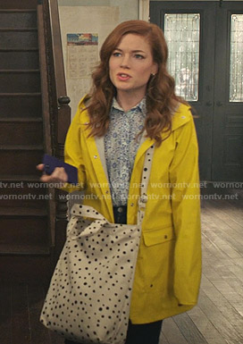 Zoey's yellow raincoat on Zoeys Extraordinary Playlist