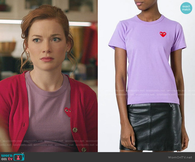 Heart Logo T-shirt by Comme Des Garcons PLAY worn by Zoey Clarke (Jane Levy) on Zoeys Extraordinary Playlist