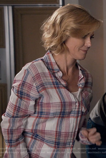 Claire's white and pink plaid shirt on Modern Family