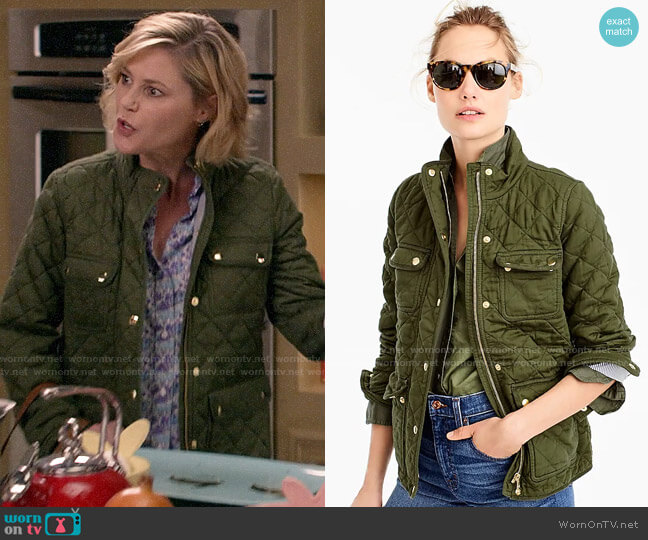 J. Crew Quilted downtown field jacket worn by Claire Dunphy (Julie Bowen) on Modern Family