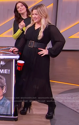 Kelly's black pleated maxi dress on The Kelly Clarkson Show