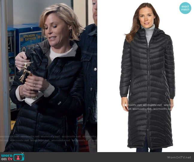 LL Bean Ultralight 850 Down Coat worn by Claire Dunphy (Julie Bowen) on Modern Family