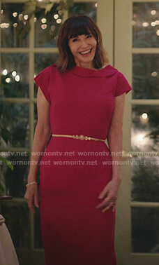 Maggie's pink asymmetric sheath dress on Zoeys Extraordinary Playlist