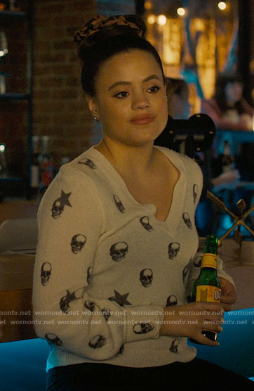 Maggie's skull and star print sweater on Charmed