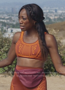 Molly's brown contrast sports bra on Insecure