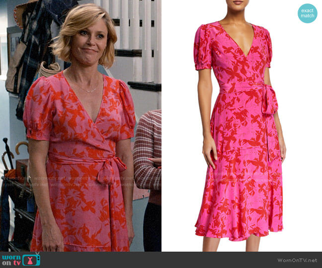 Tanya Taylor Dorothy Dress worn by Claire Dunphy (Julie Bowen) on Modern Family