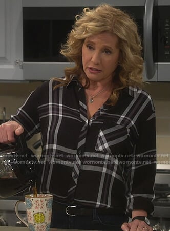 Vanessa's black plaid shirt on Last Man Standing