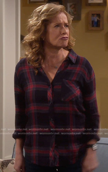 Vanessa's black and red plaid shirt on Last Man Standing