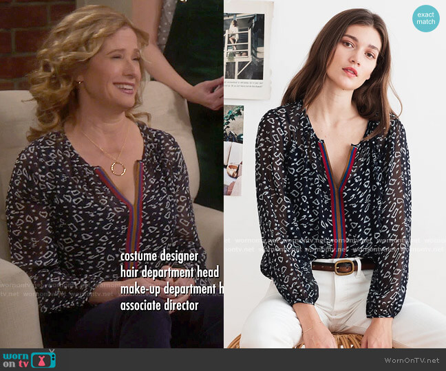 Velvet by Graham & Spencer Janet Playa Print Blouse worn by Vanessa Baxter (Nancy Travis) on Last Man Standing