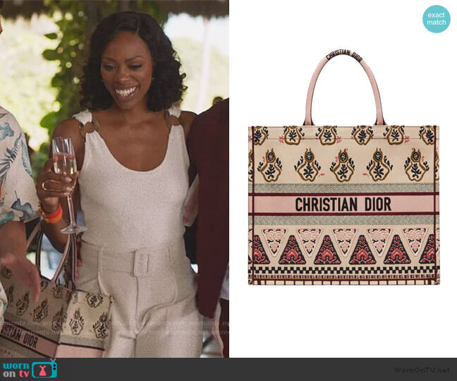 Book Tote Geometric Pink Multicolor by Dior worn by Molly Carter (Yvonne Orji) on Insecure