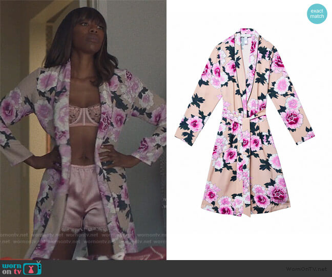 The Coveteur Long Sleeve Robe by Fleur Du Mal worn by Molly Carter (Yvonne Orji) on Insecure