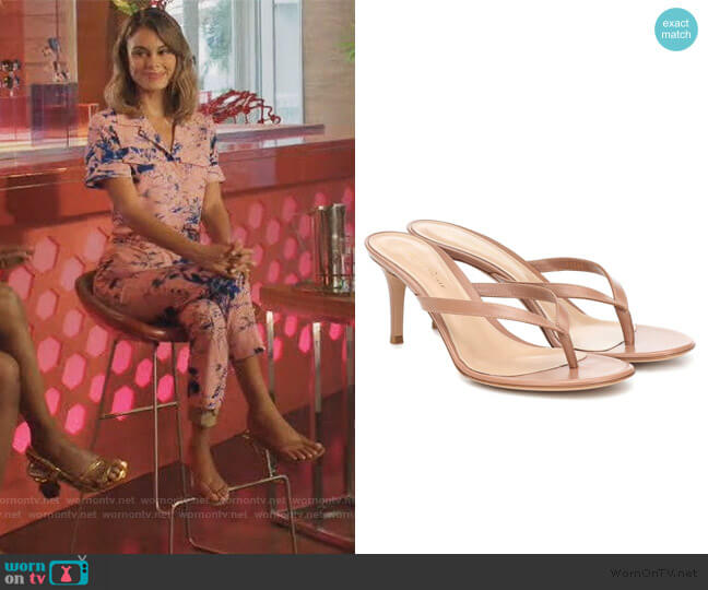Calypso 70 leather sandals by Gianvito Rossi worn by Noa Hamilton (Nathalie Kelley) on The Baker & the Beauty
