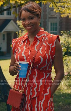 Helen's red sleeveless shirtdress on Sweet Magnolias