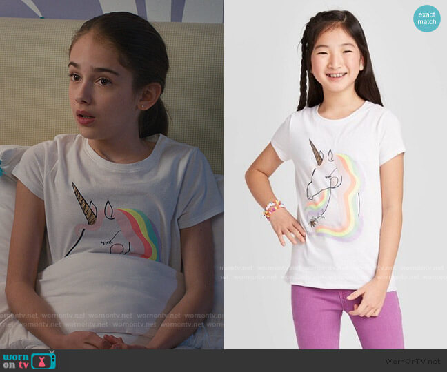 Short Sleeve Rainbow Unicorn Graphic T-Shirt by Target worn by Anna-Kat Otto (Julia Butters) on American Housewife