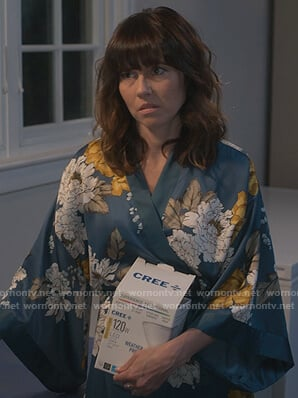 Judy's floral kimono and sandals on Dead to Me