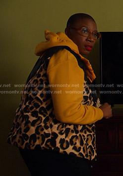 Hen's leopard puffer vest on 9-1-1
