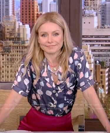 Kelly's navy floral short sleeve pajamas on Live with Kelly and Ryan
